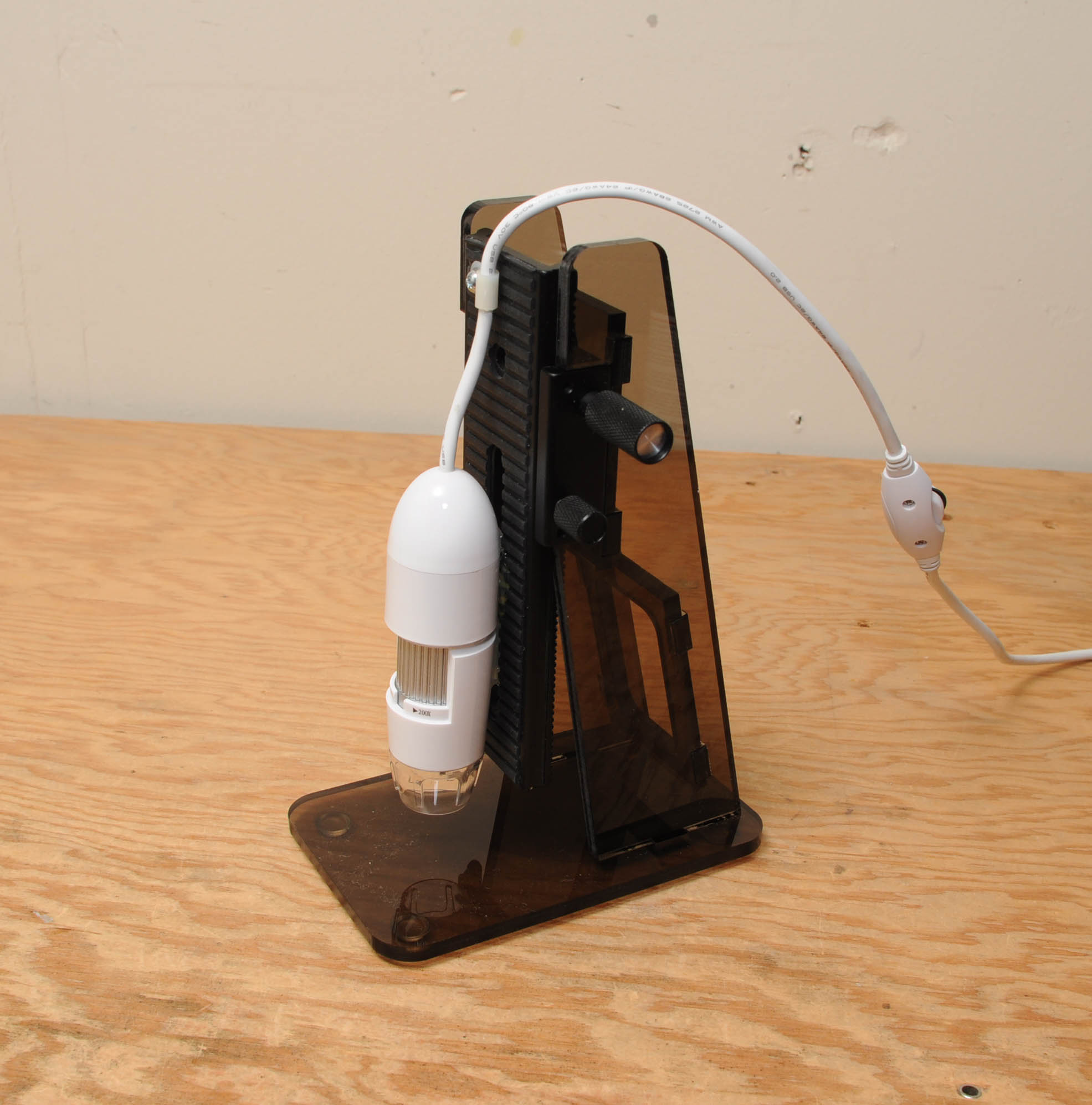 Focusing stand makes cheap USB microscope more useful