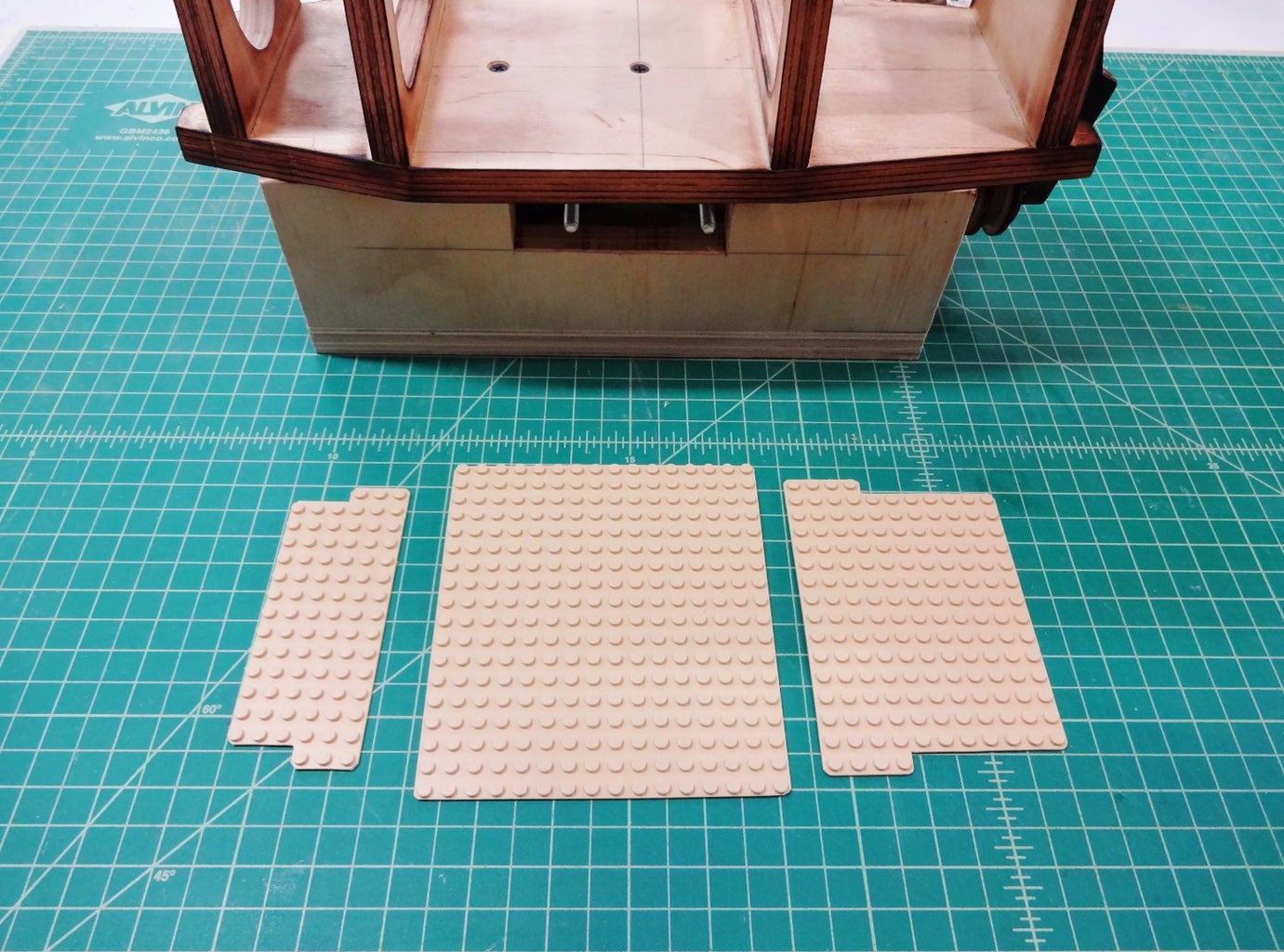 Gluing in LEGO Plates