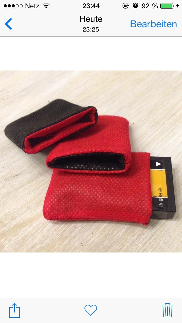 DIY Reversible Green/Red Battery Pouches