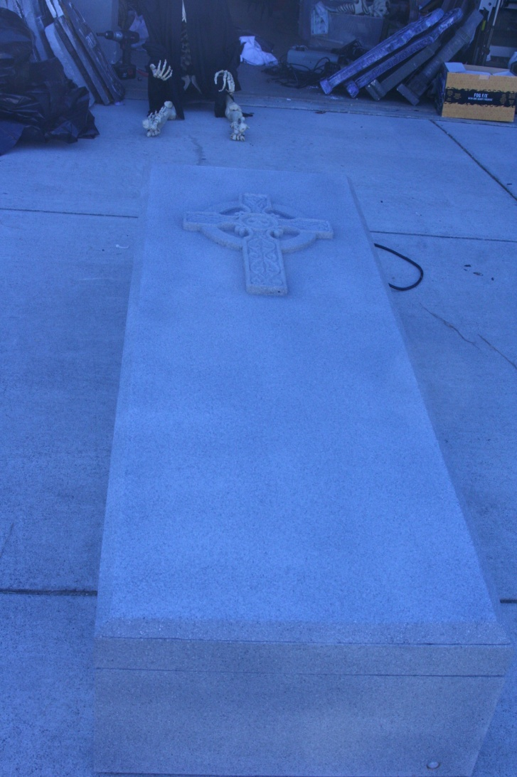 Coffin lid slider Halloween prop