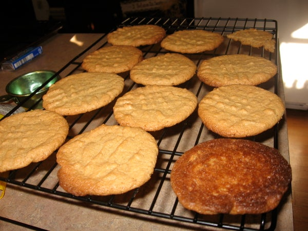 Super Simple Gluten Free Peanut Butter (Chocolate Chip) Cookies