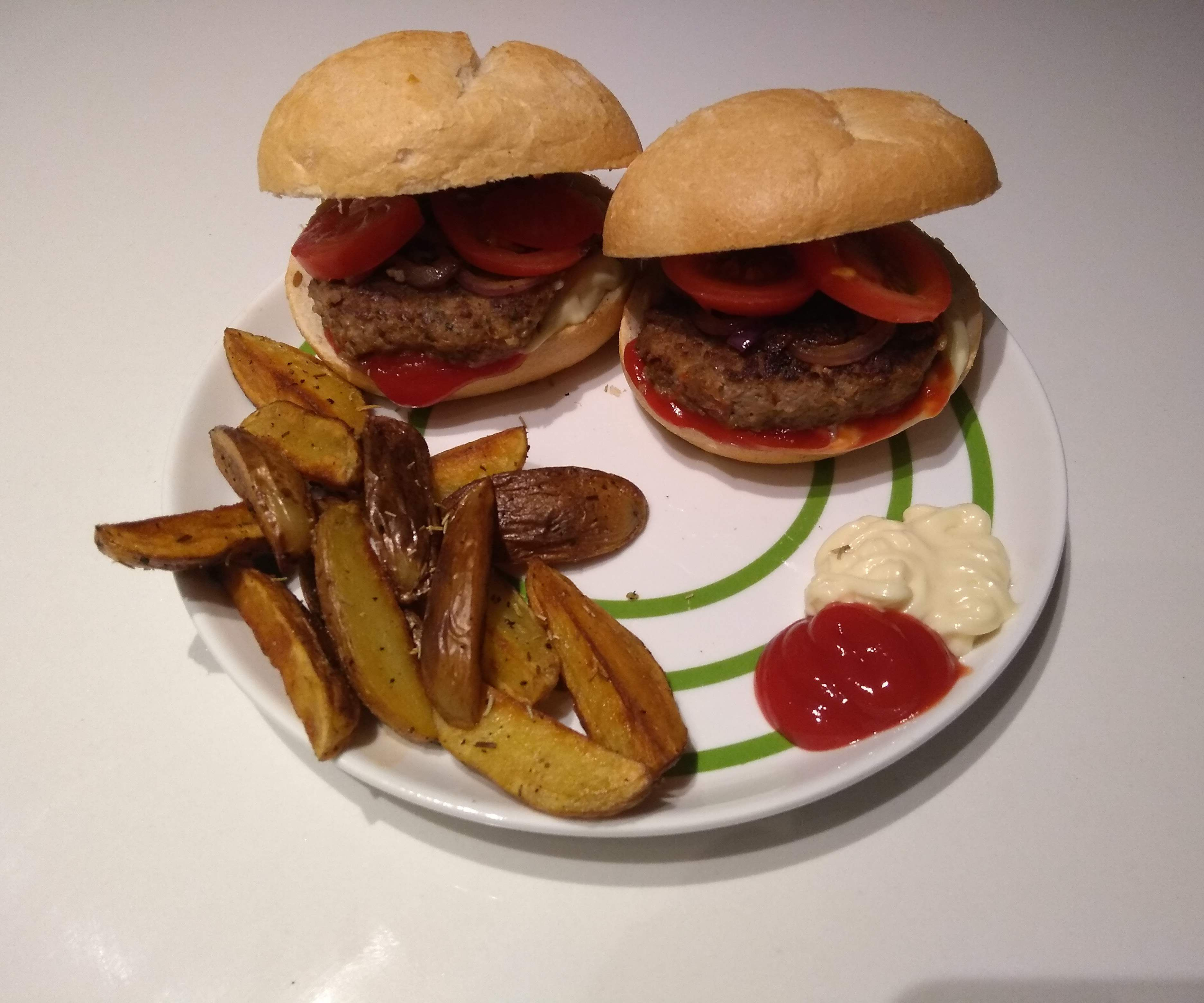 Huisgemaakte Hamburger Met Knapperige Krielkwartjes