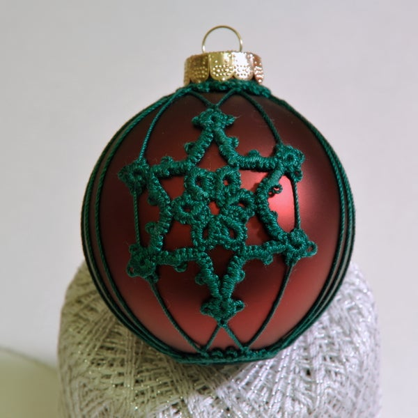 Tatting a Snowflake on an Ornament