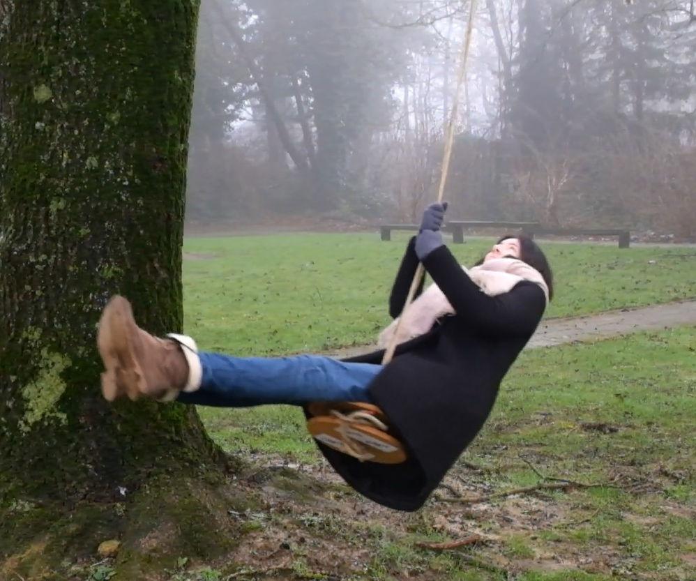 Lightweight portable swing