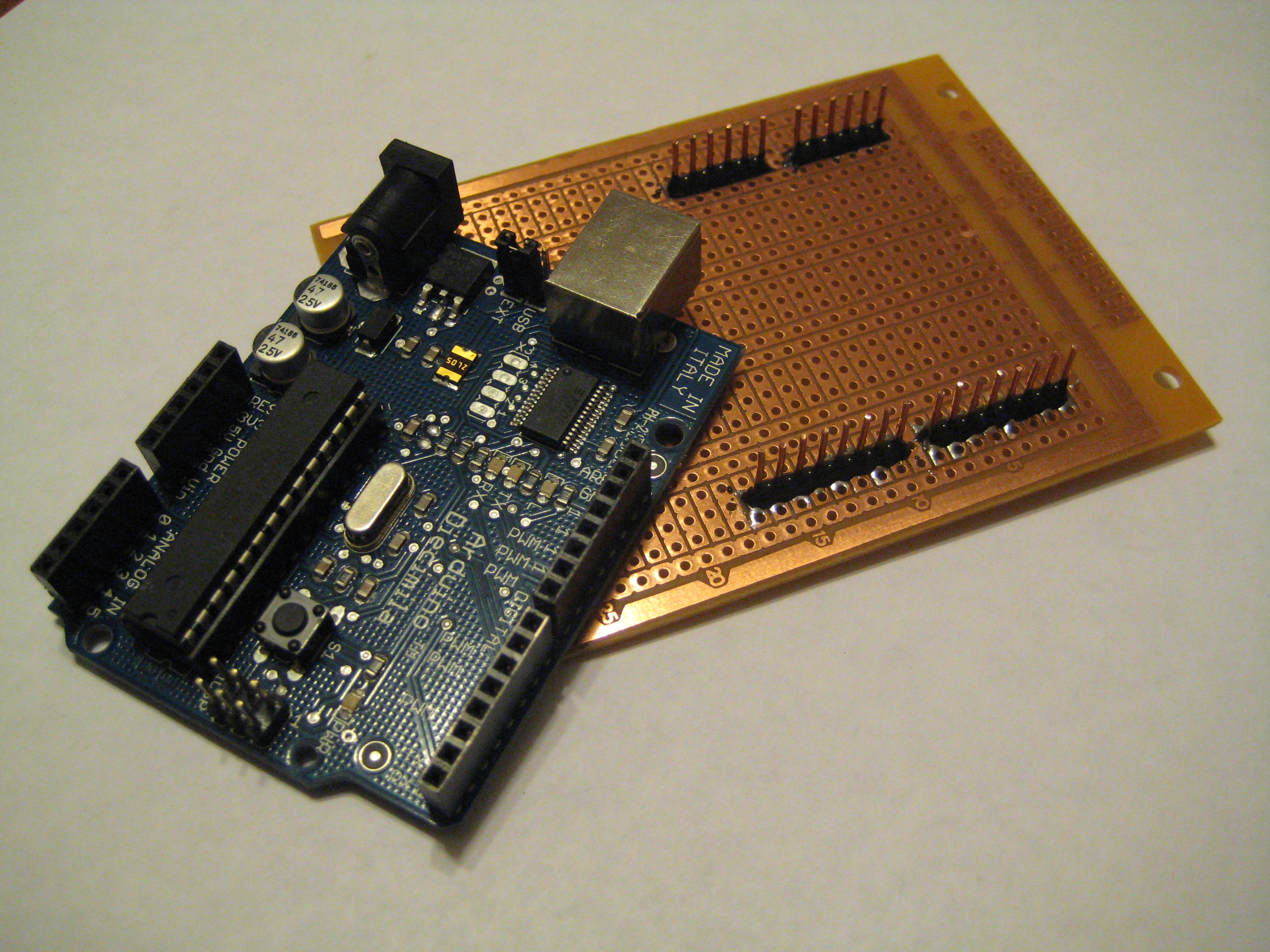"Arduino ProtoShield from ""Household"" Items (<5$)"