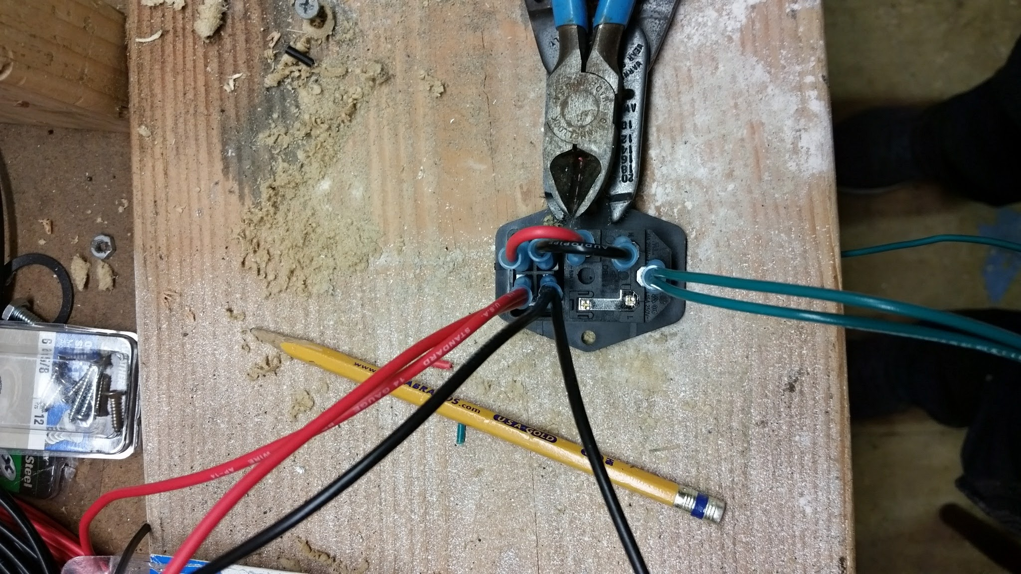 Wire Up a Fused AC Male Power Socket