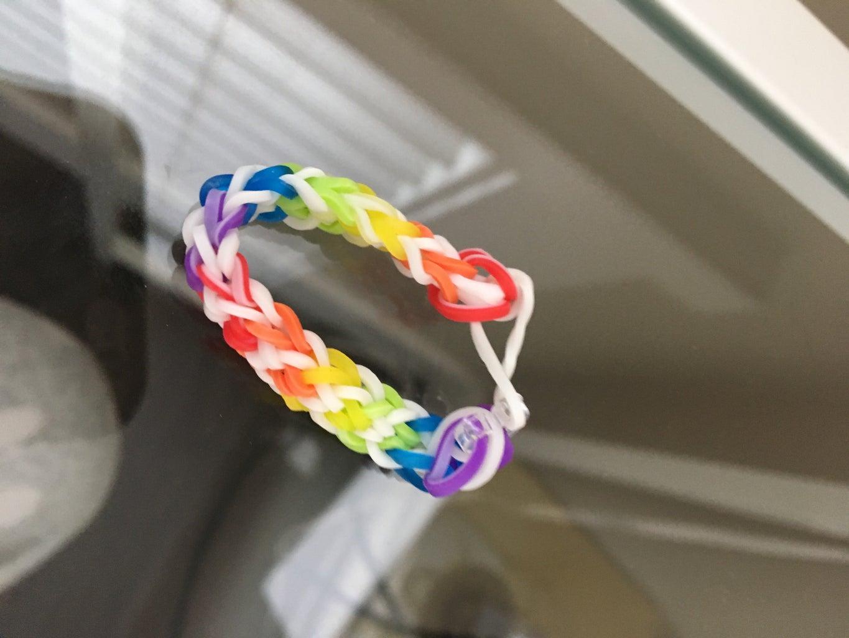 Inverted Fish Tail Rainbow Loom