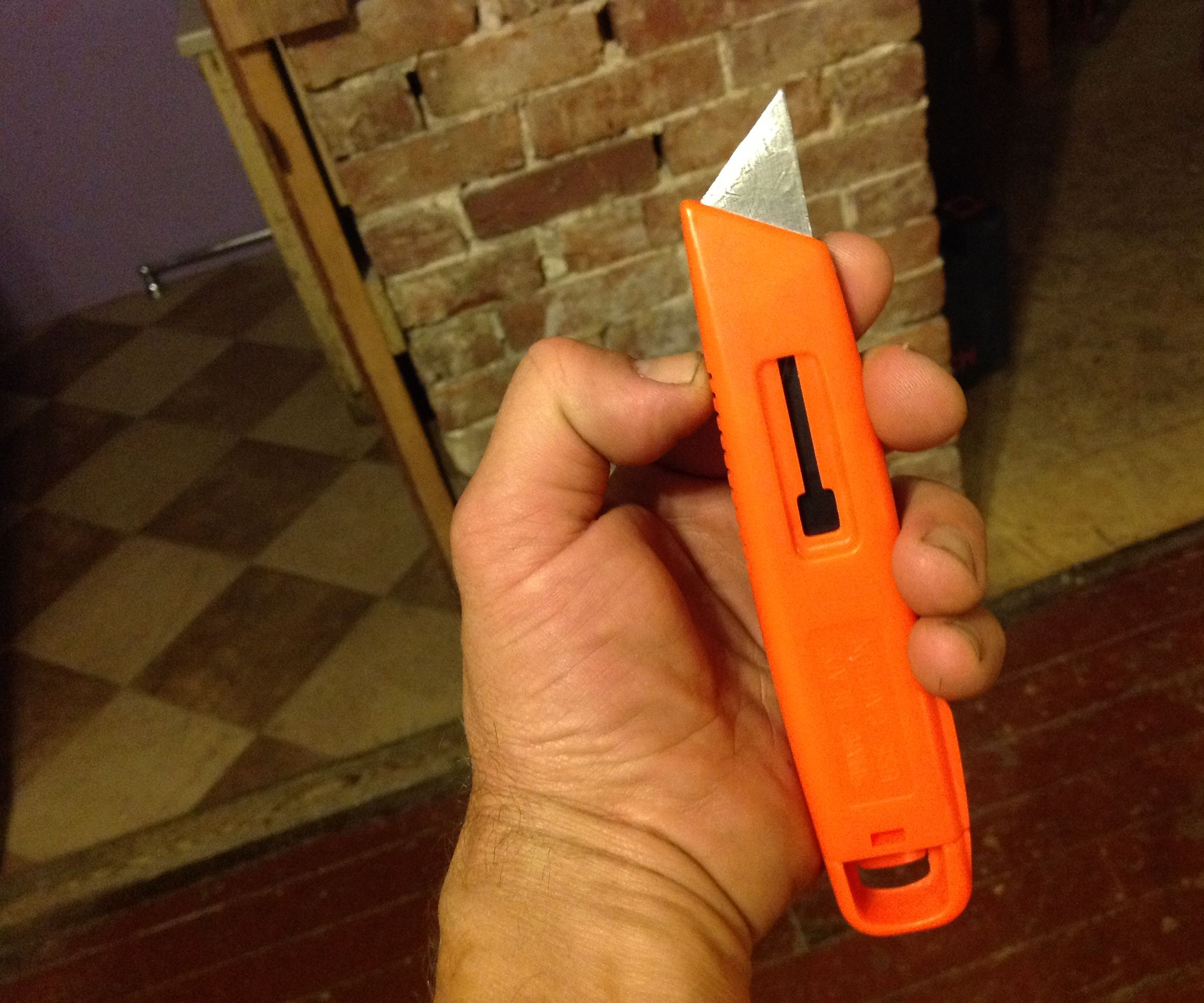 Blood Squirting Box Cutter Prop