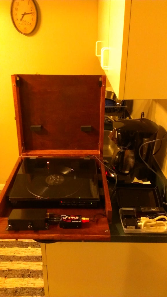 Suitcase Turntable (With Built in Amp and Pre Amp)