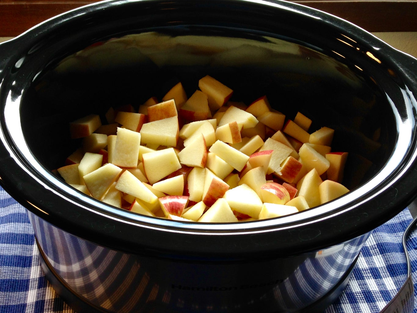 Prepare Apples for the Slow Cooker