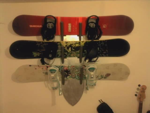 Snowboard wall rack