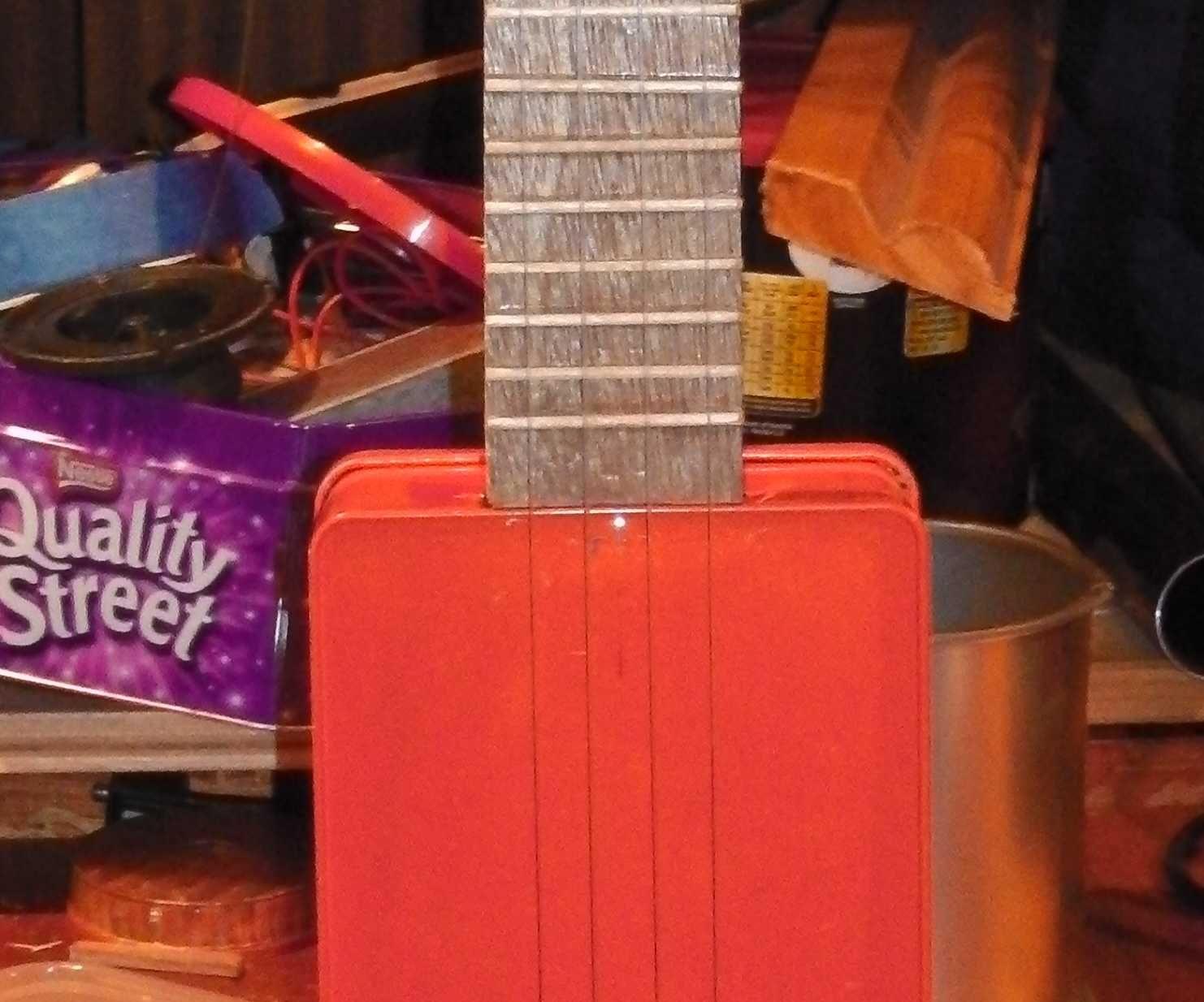 Sweet tin ukulele
