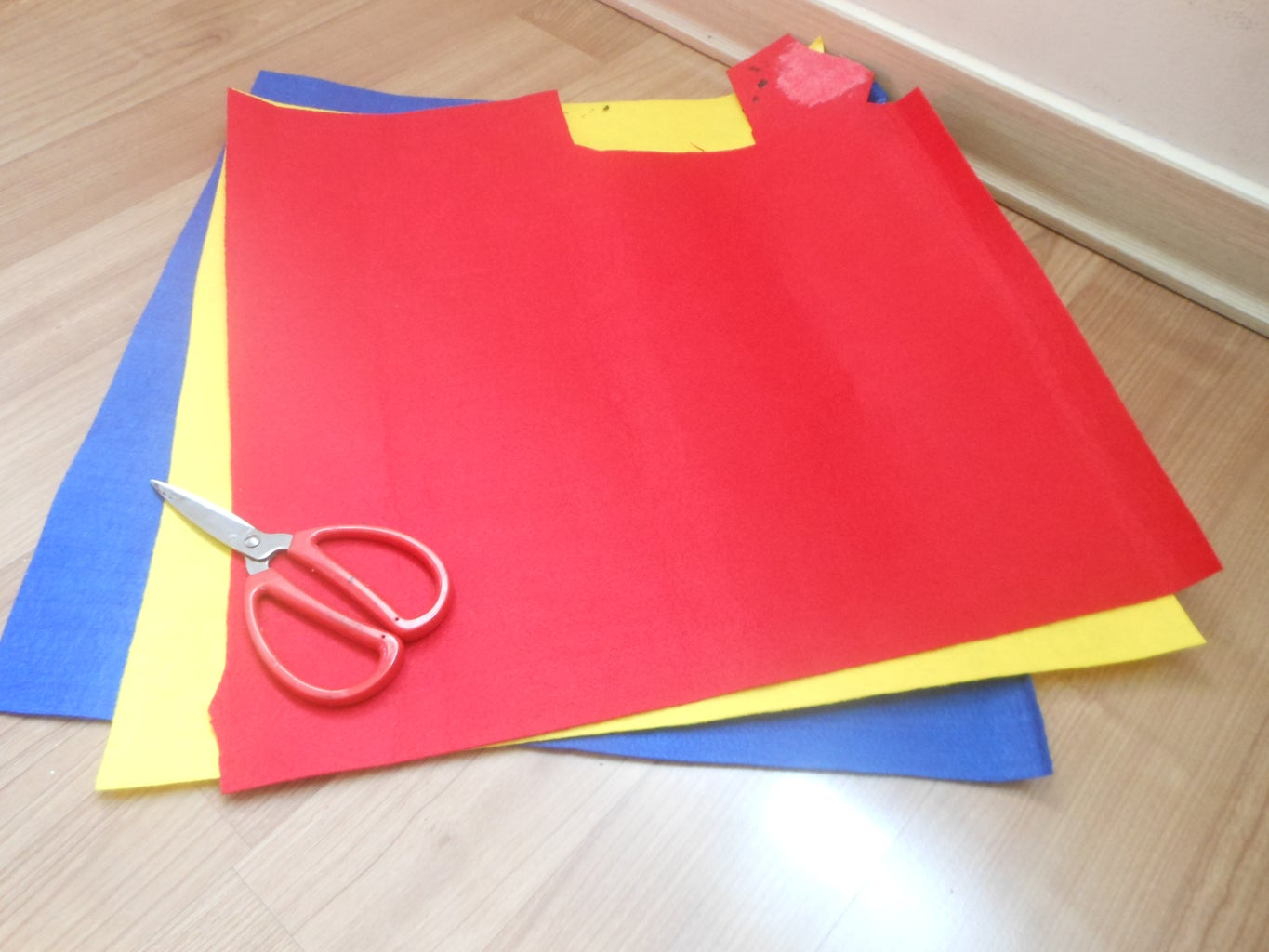 Use the Felt Fabric, the String for the Omamori's Knot, Thread, Needle, Glue Gun and Scissors.