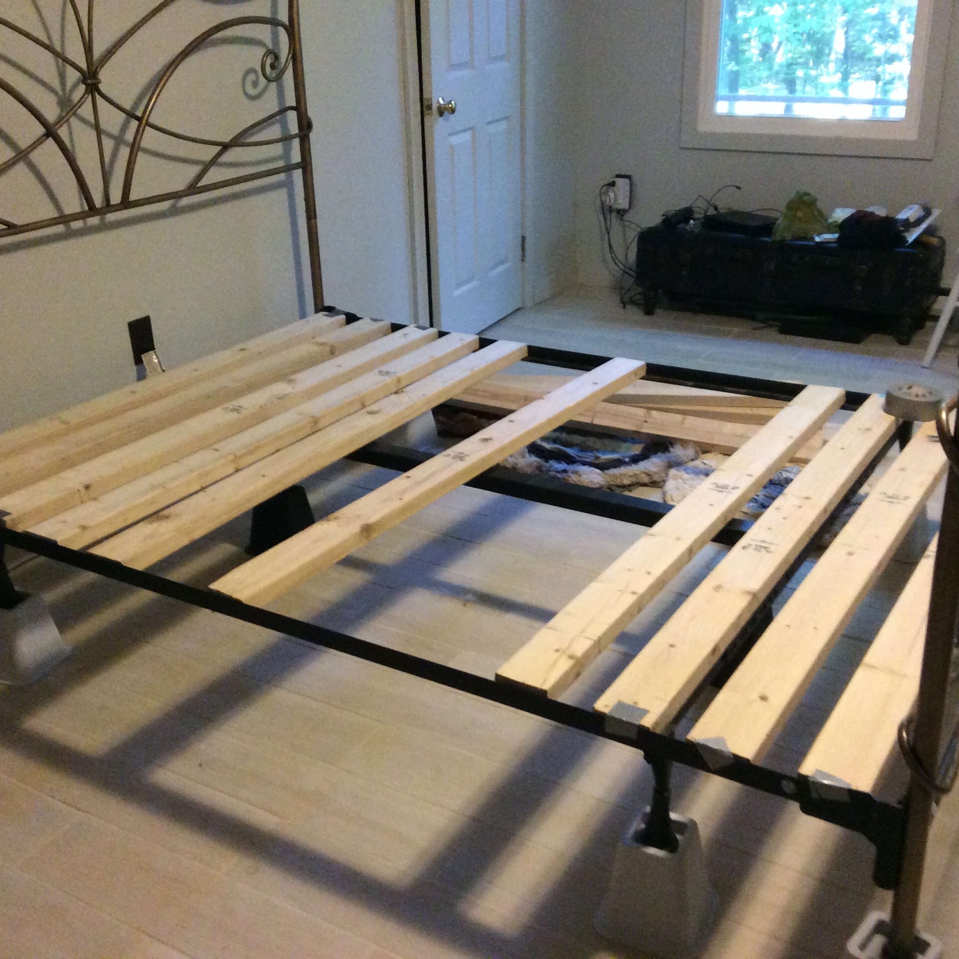 Foundation For Queen Size Memory Foam Bed From Basic Frame 5 Steps Instructables