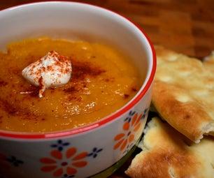 舒适的南瓜和扁豆汤配印地安风味