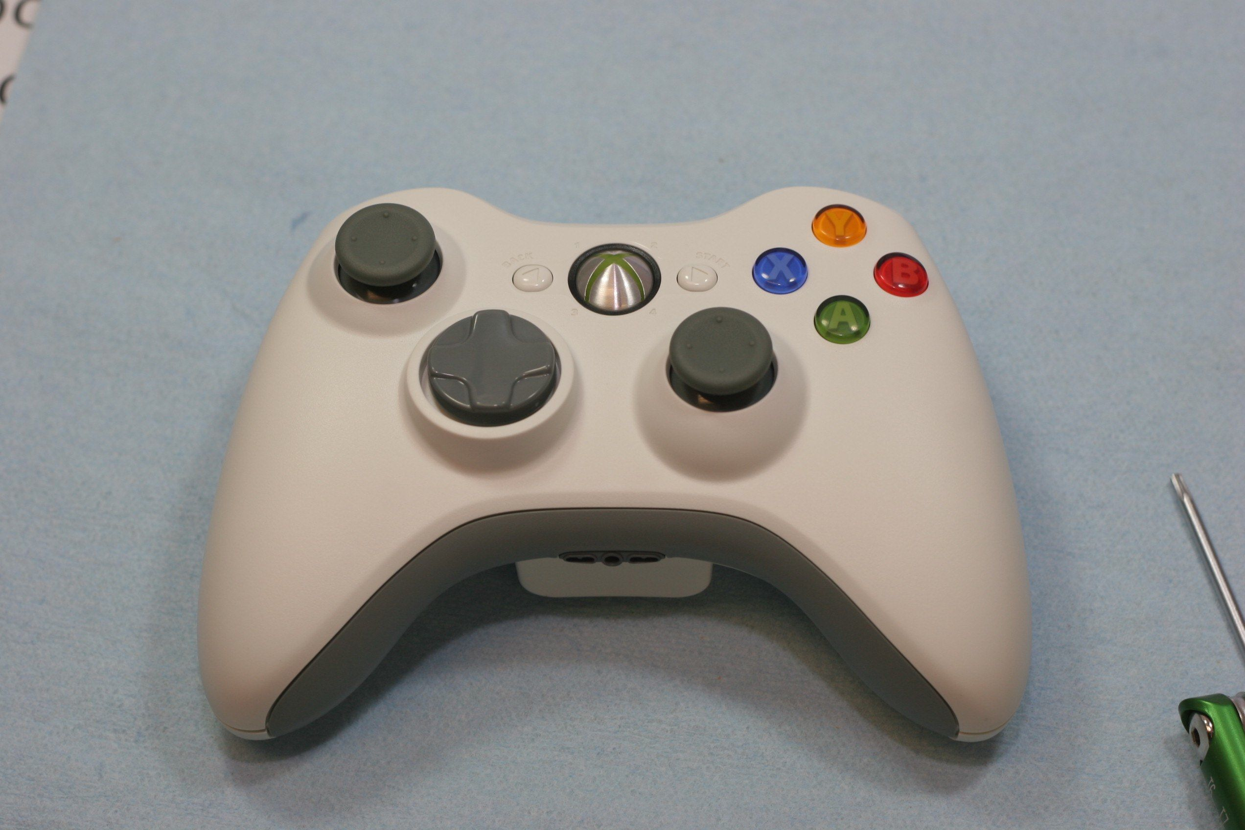 How To Disassemble an Xbox 360 Wireless Controller