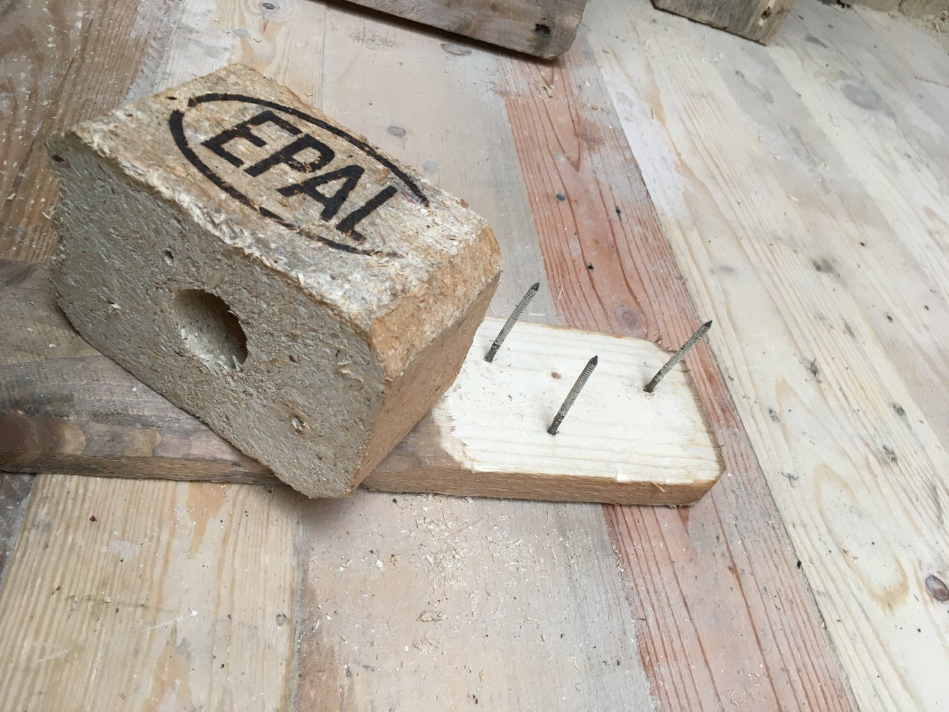 HOW TO DISASSEMBLE a PALLET - STEP 2