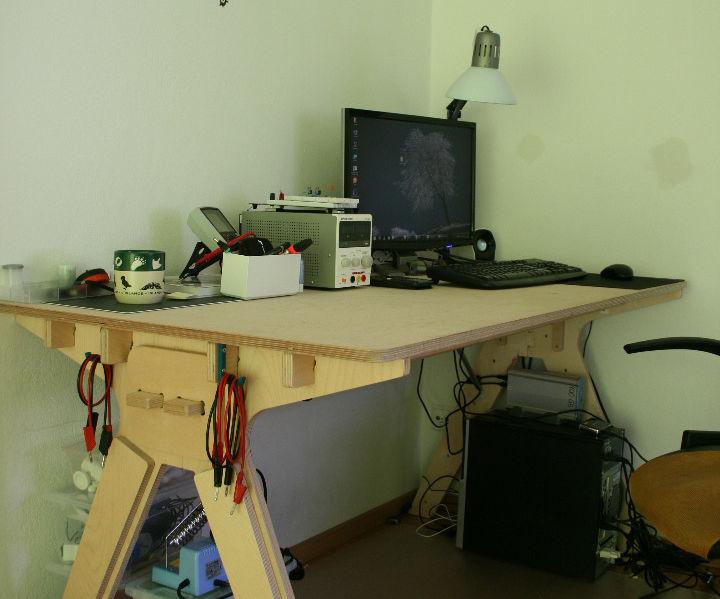 Economic one-board desk for CNC