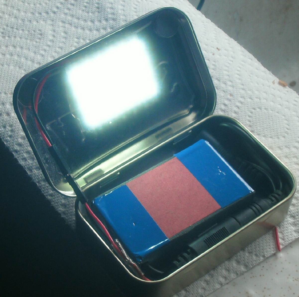 Make a Rechargeable Pocket LED Flood Light [ Altoids Tin ]