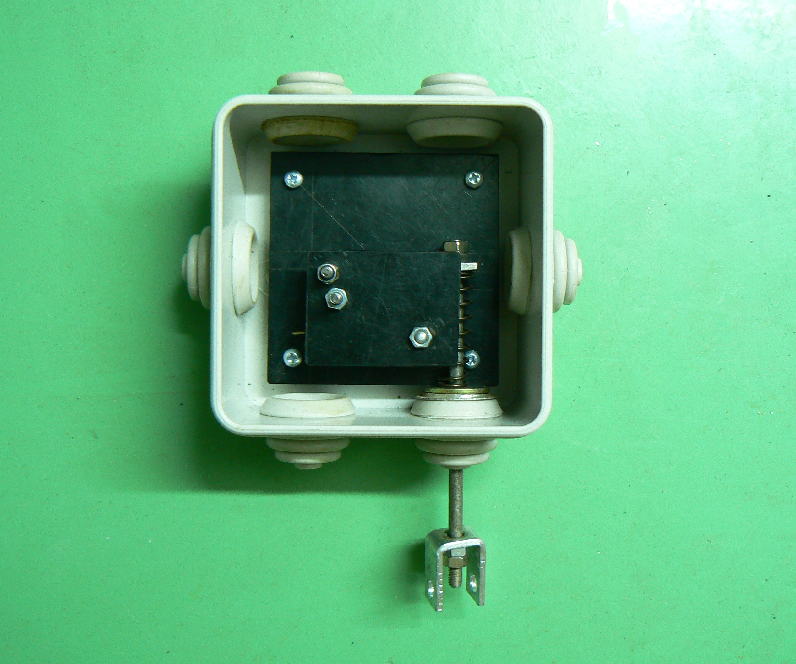Simple Water Pump Protection Switch
