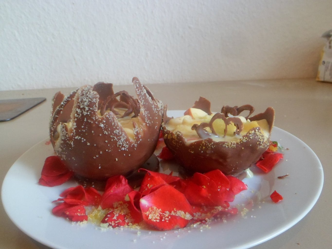 Making Choclate Bowls and Decorating With Sugar Glitters: