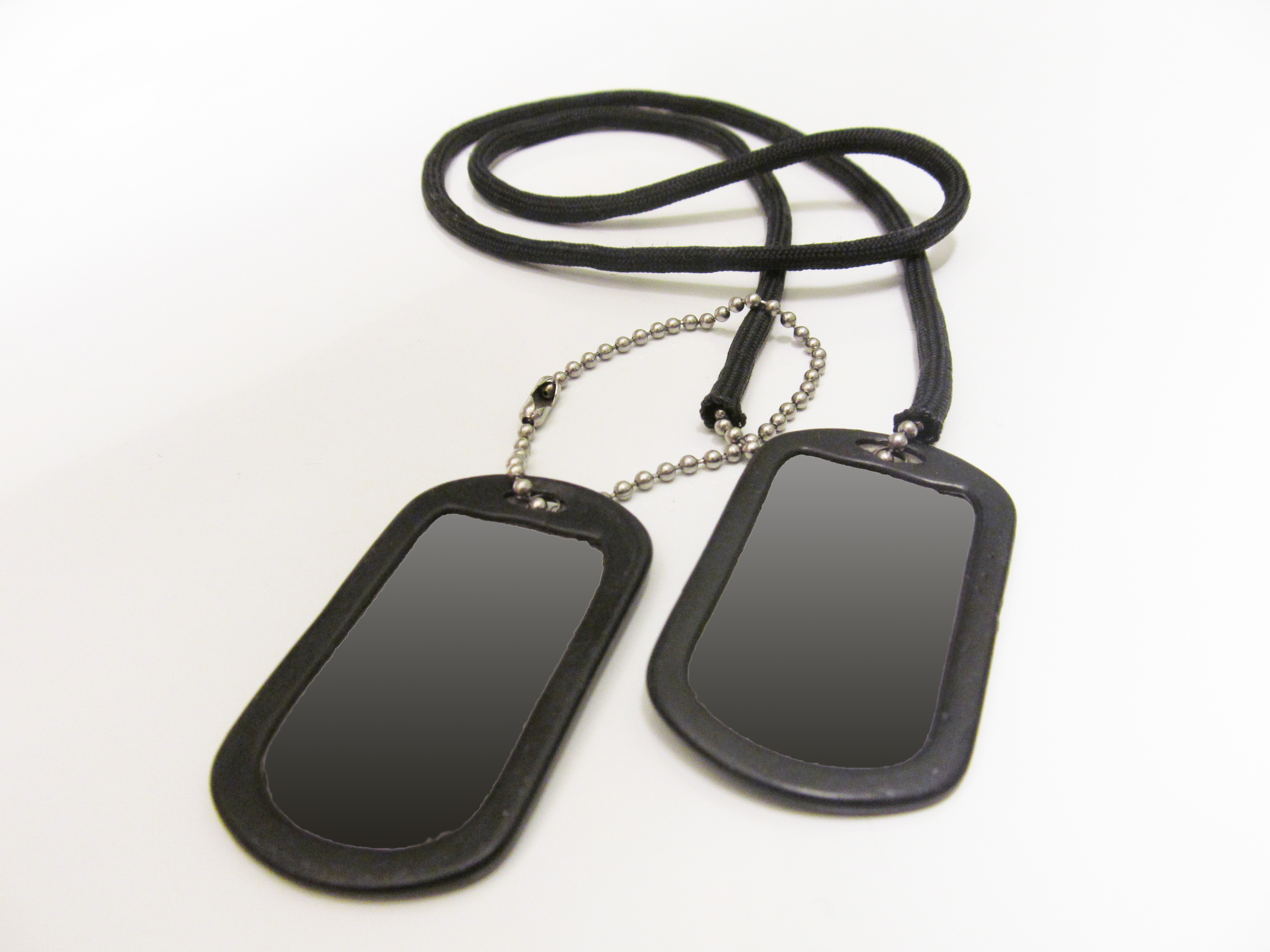 How to sheath dog tags with paracord.