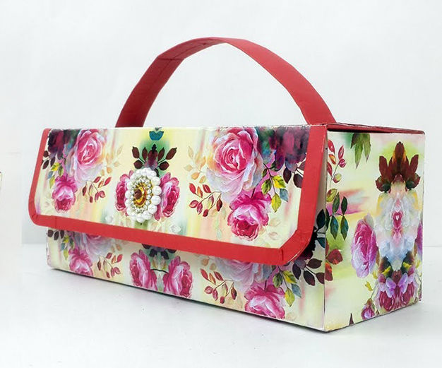 How to Make a Beautiful Handbag Using an Old Cardboard Container?
