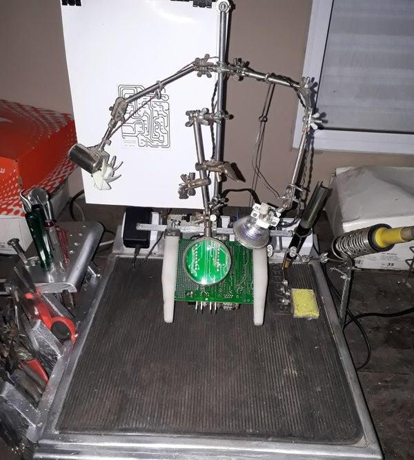 Electronics Workstation for Hobbyist - Estação De Trabalho Para Entusiastas Em Eletrônica