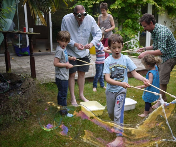 Giant Bubbles in Bulk (wand and Juice) for Kids Party (UK Ingredients)