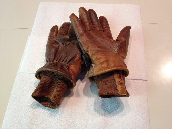 Inexpensive Skiing / Snowboarding Gloves