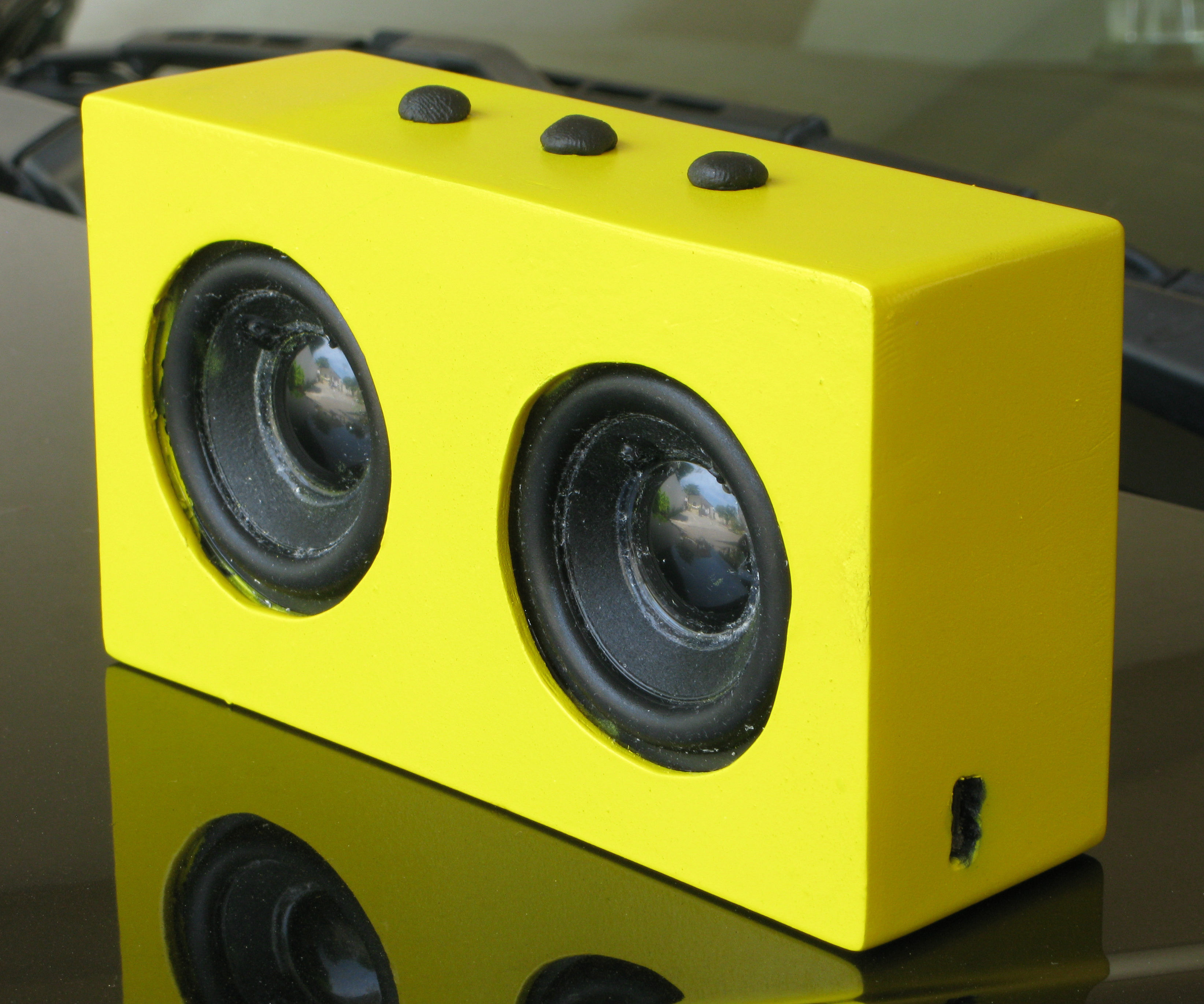 Make A Solar Bluetooth Speaker (Homebrew Big Jambox)