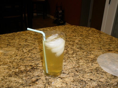 How to Make an Arnold Palmer Mocktail