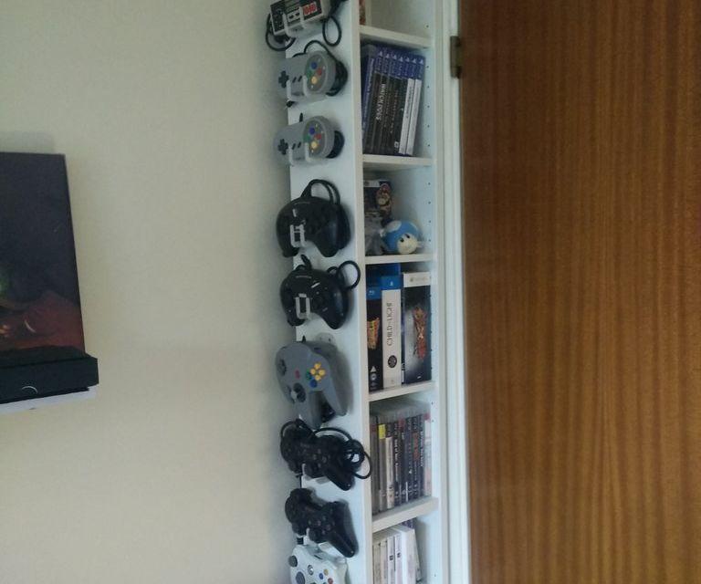 Videogame controller holder (compilation)
