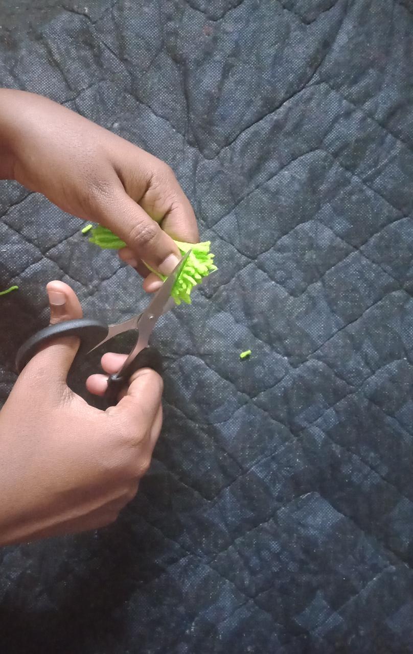 Pom Pom Ball Preparation