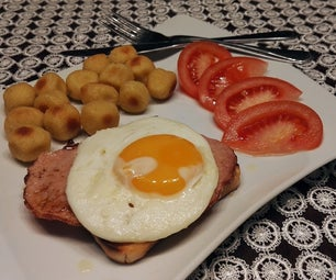 Eggs Planted on Toast With Ham