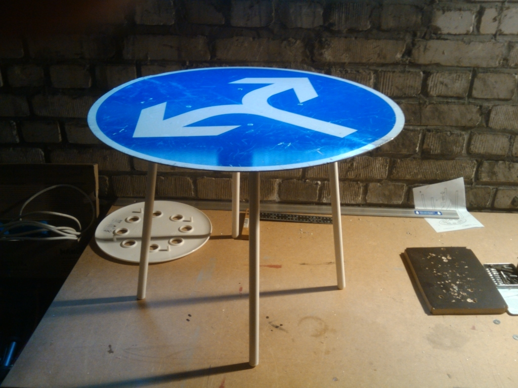 IKEA Hackers: MARIUS street sign side table