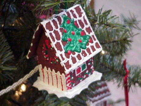 Decorate Your Christmas Tree With Trash!
