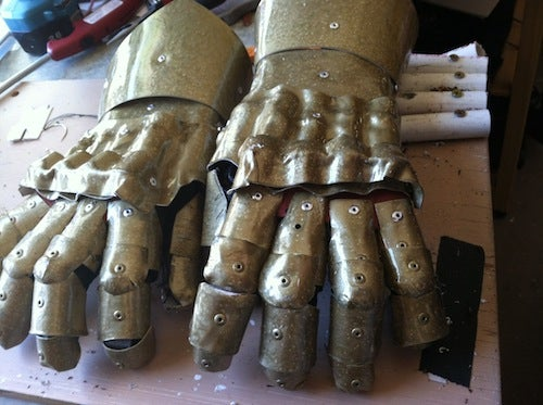 Pretty Easy Armor Gauntlets Out of Thermoplastic