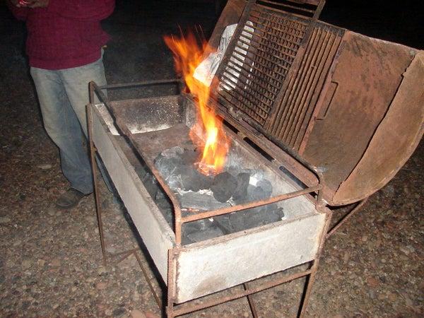 Easy Way to Ignite Fire to Vegetable Coal (without Blowing). Una Forma Facil De Encender Fuego Al Carbon Vegetal (sin Soplar)