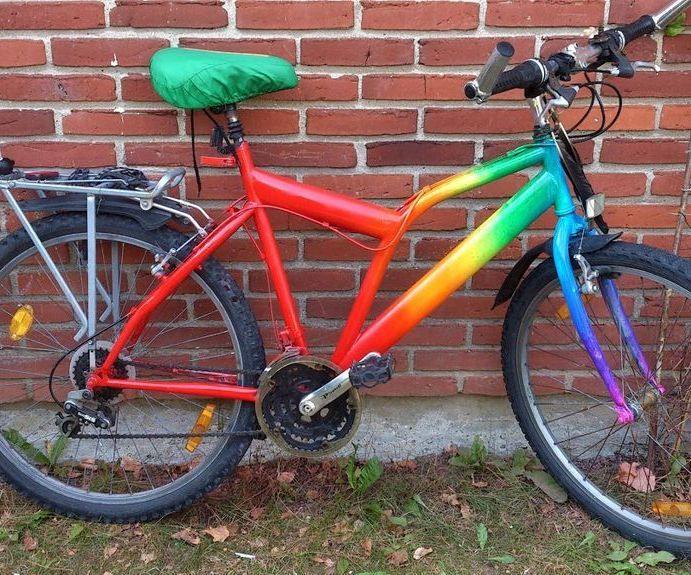 Rainbow bike makeover w. acrylics