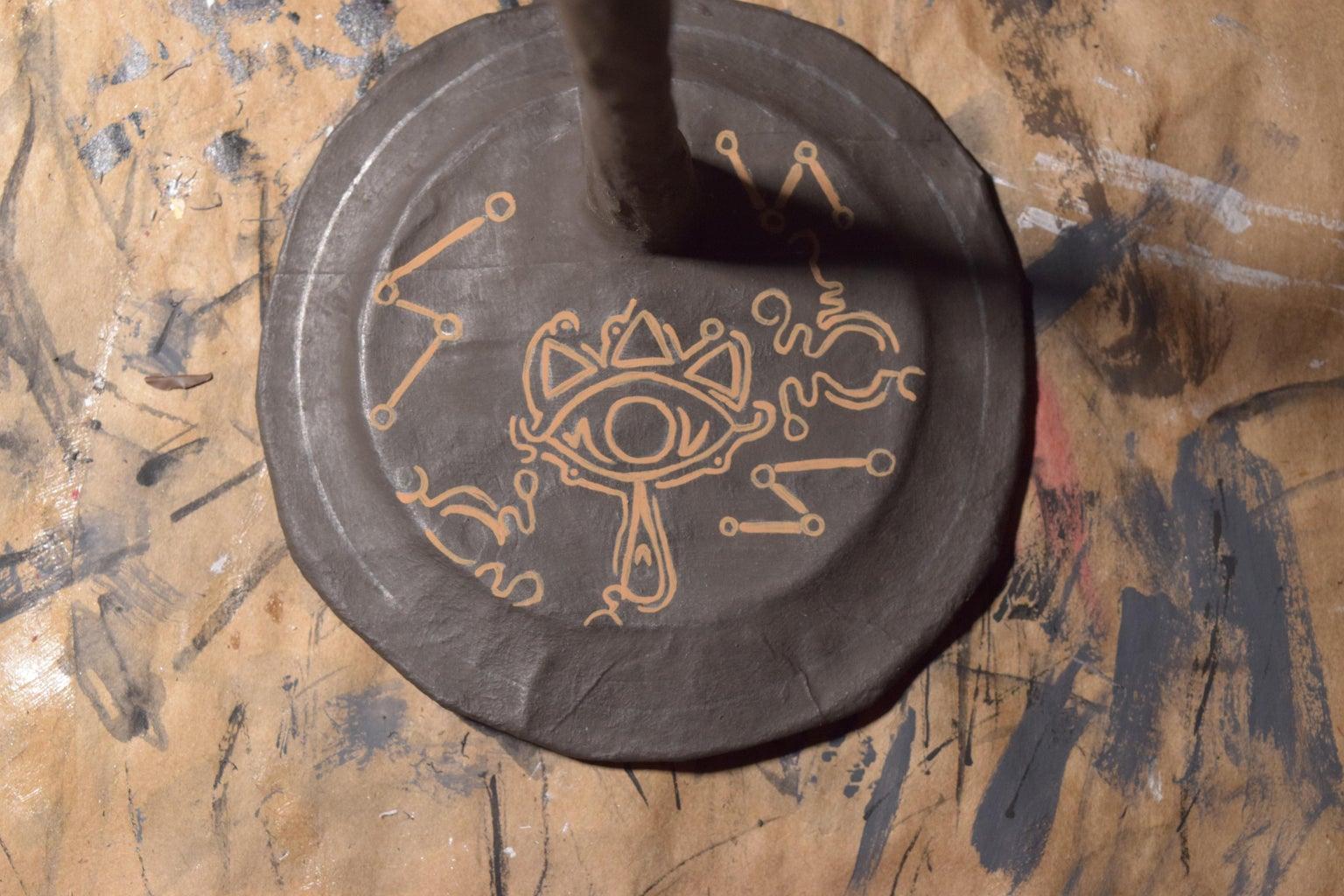 Creating a Figure Stand - Painting (Sheikah Eye + Swirls)