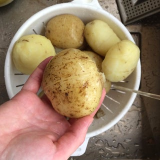 The Easy Way to Peel Boiled Potatoes
