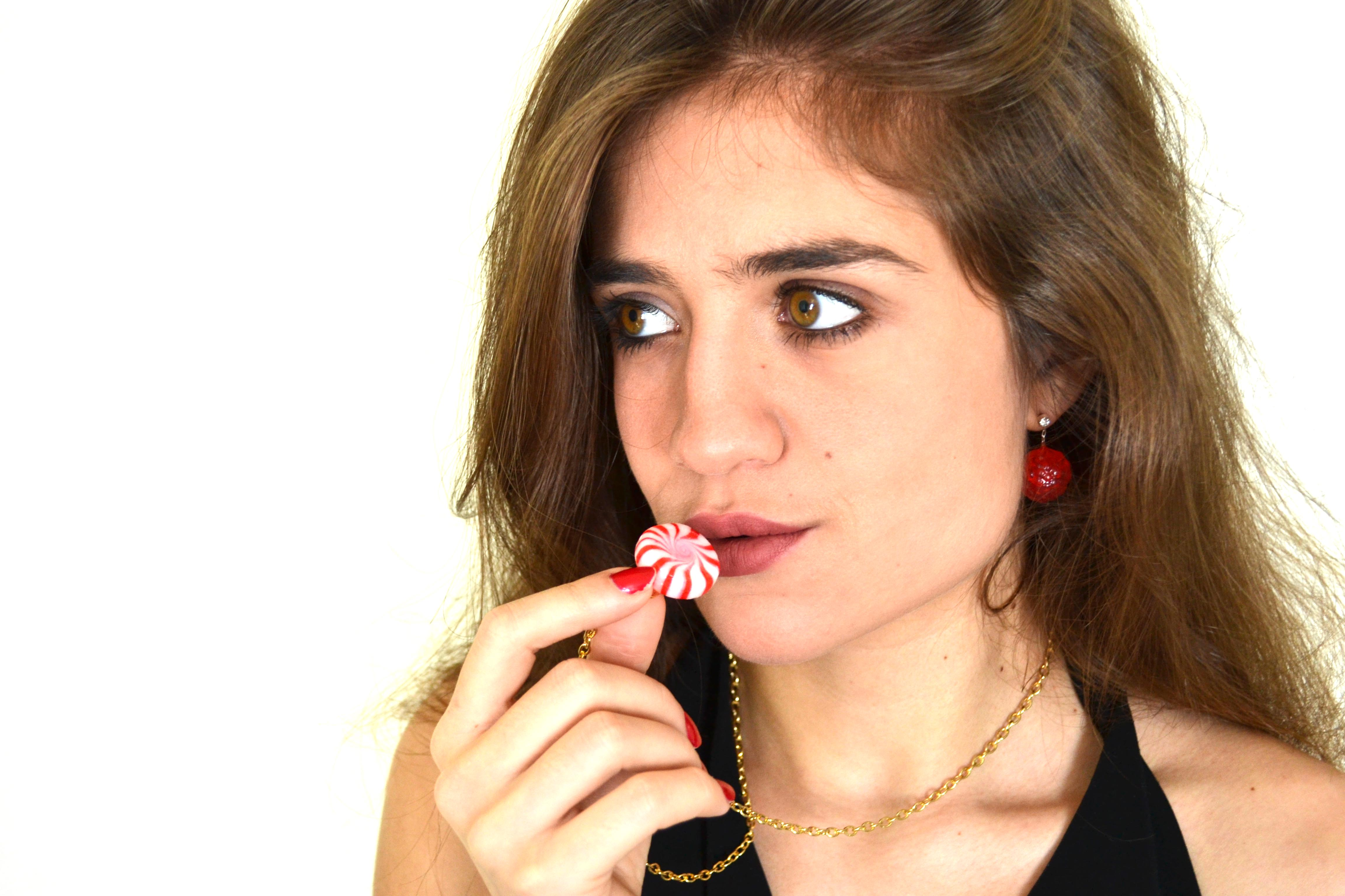 DIY Candy jewelry, a cool and easy gift idea to make her happy.