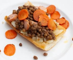 从罐装扁豆的美味扁豆吐司用香肠
