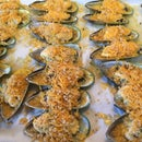 Green Shell Mussels With Garlic Butter Sauce
