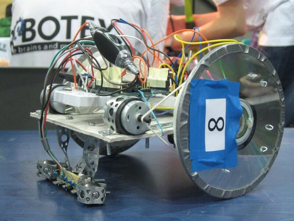 Linefollower Robot From Arduino and Junk - Thoughts and Code