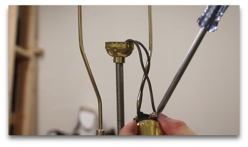 Wiring the Lamp (1/2)