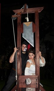 9ft Tall Guillotine!