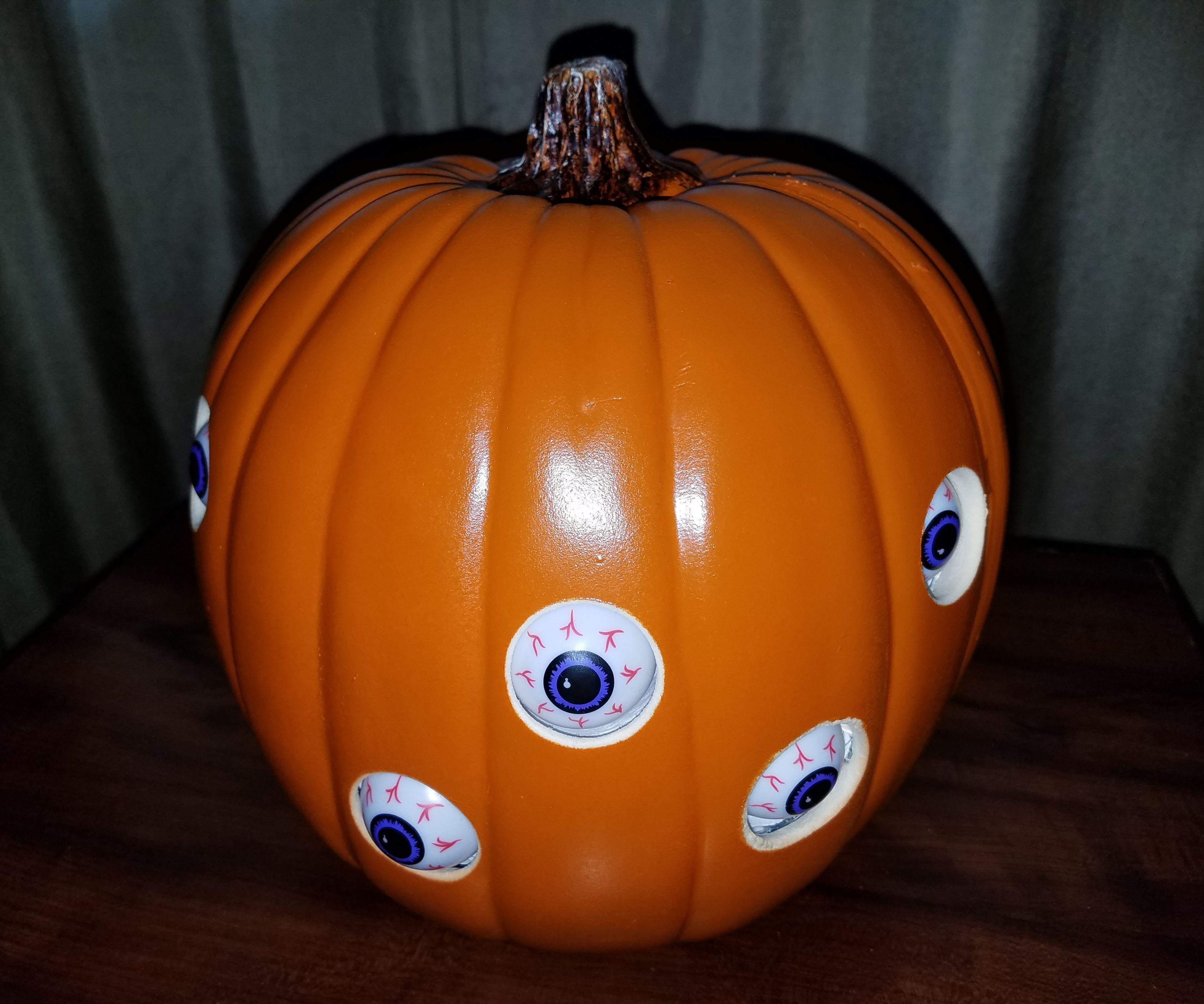 Automated Spooky Pumpkin Eyes