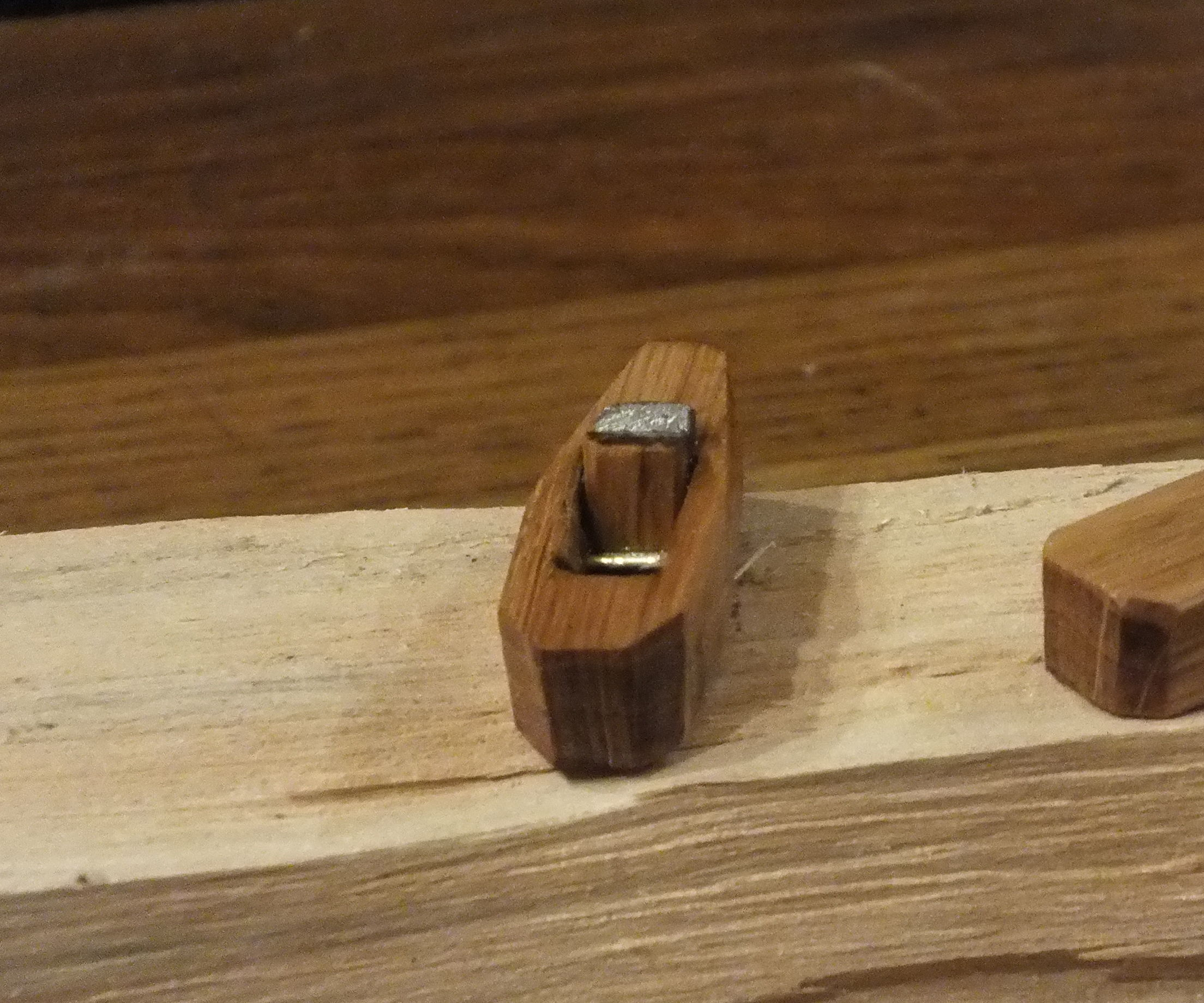 Make a Wooden Hand Plane - Mini Woodworking Project - Pocket Sized Trash to Treasure